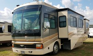 2006 Fleetwood Discovery 39S Class A Diesel Pusher Motorhome