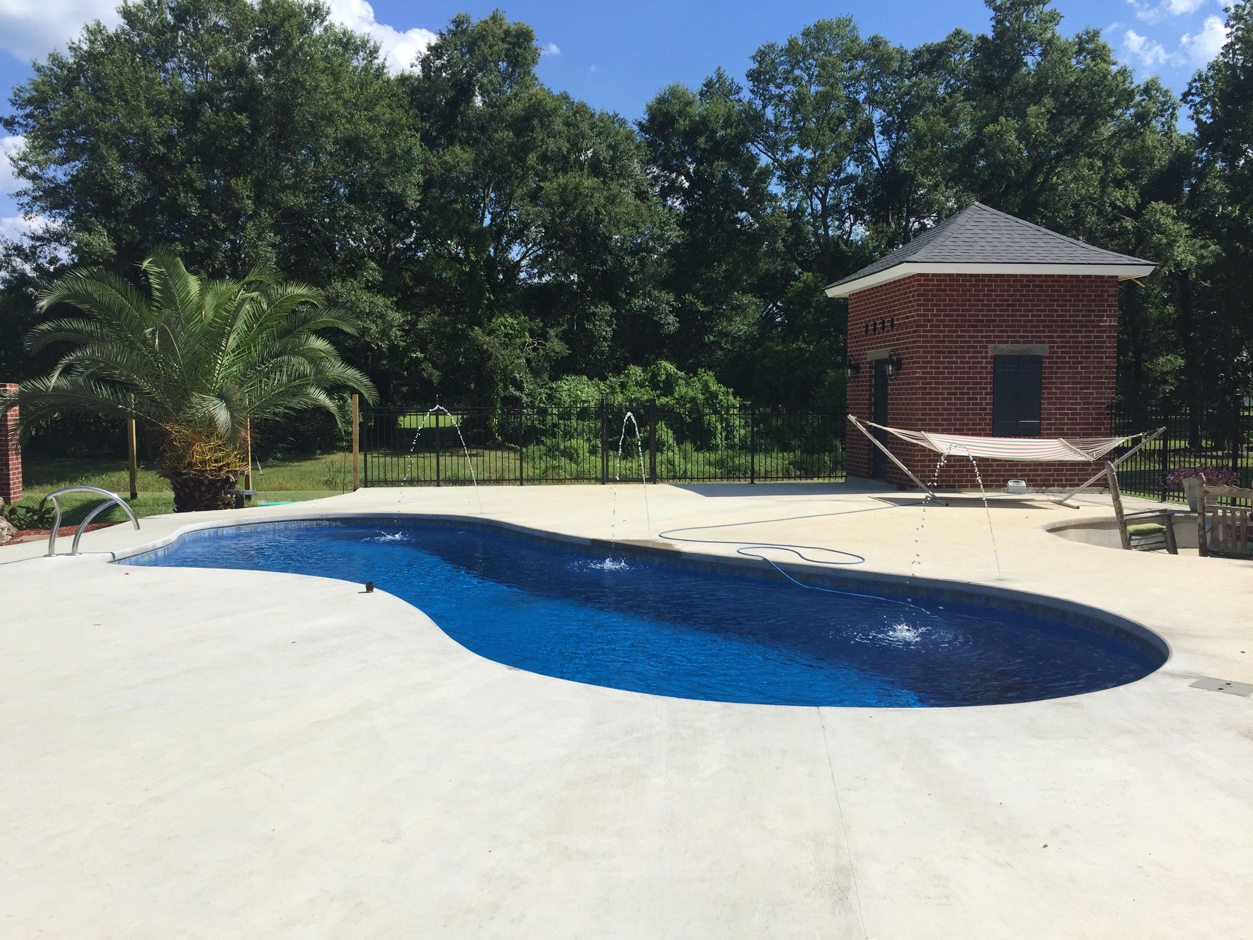 Central pools inc fiberglass pools swimming pools for Homes for sale in baton rouge with swimming pools