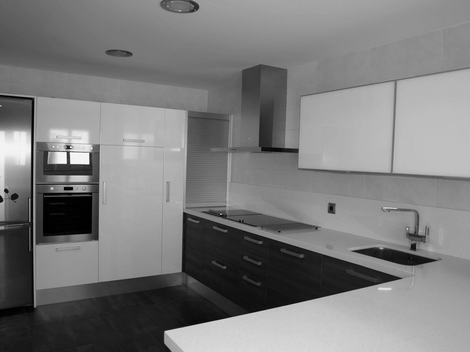 Closets cocinas puertas y reparaci n de muebles for Reparacion muebles de cocina