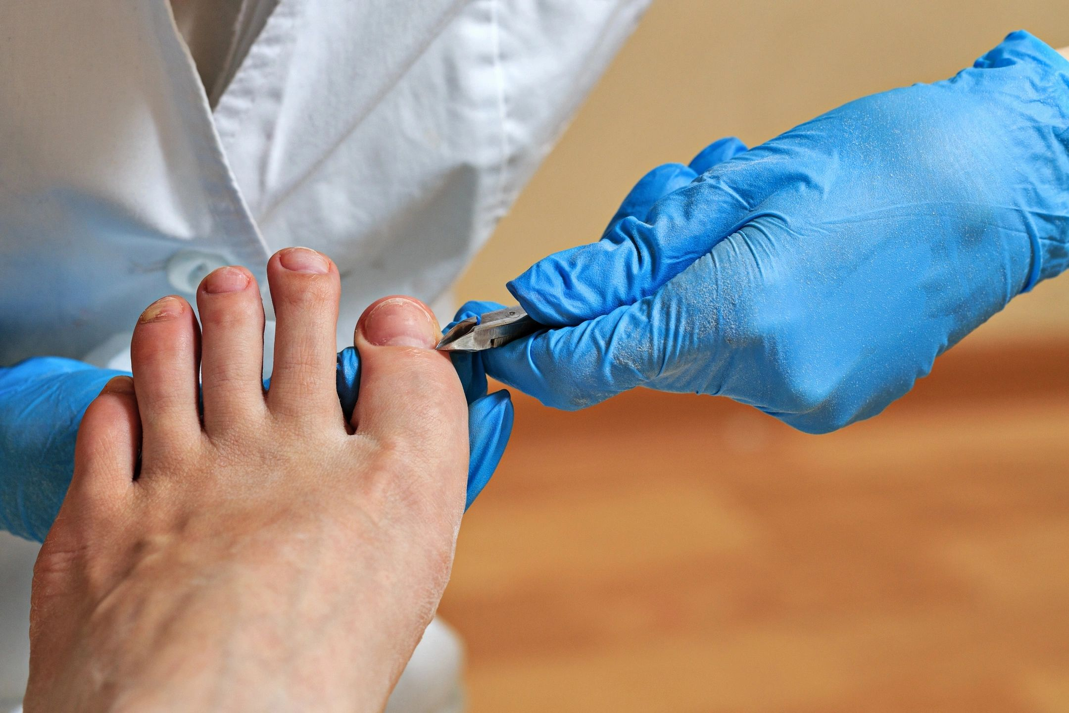 how to become a chiropodist
