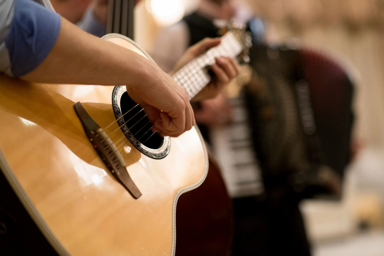 how to learn guitar solo by ear