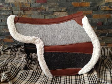 Full pad using 100% wool seat and 50% /leather panels