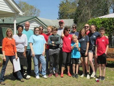 A HOME GROUP FROM CEDAR CREEK CHURCH RECENTLY VOLUNTEERED AT THE MINISTRY.