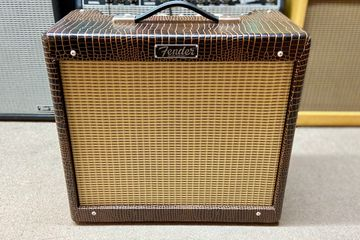 Amp 3 weeks old Like new! Has warranty through us! We are a Fender Authorized Service Center!!