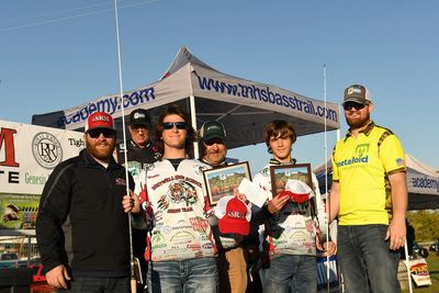 SRM Rep Chris Yoder, Winning Whitwell Team and Casey Mayers from Metalloid