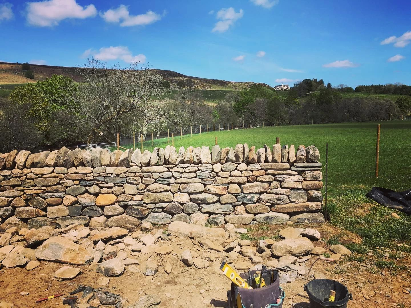 Drystone Walling repairs and new stone dyking walls in Perth Perthshire, Dundee, Fife and Angus