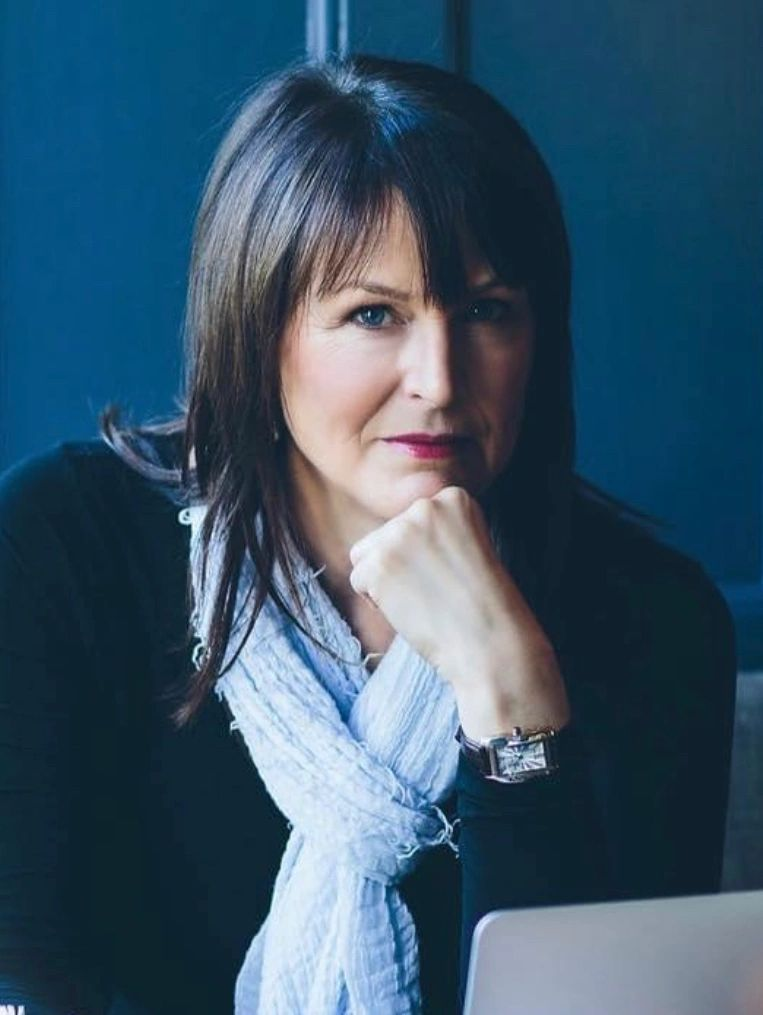 Female Founder Spotlight:  Sharon Davies Founder and Creative Director of The Vanity Case Company