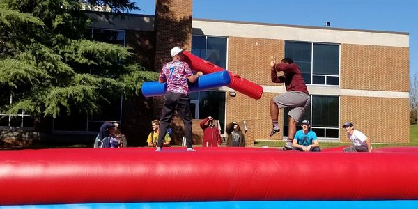 http://www.kkfunrentals.com/jousting.html college campus activities, jousting game, pestesal joustin