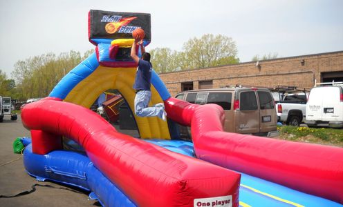 Inflatable slam dunk challenge game for rent Greensboro NC, Chapel Hill NC, Virginia Tech basketball