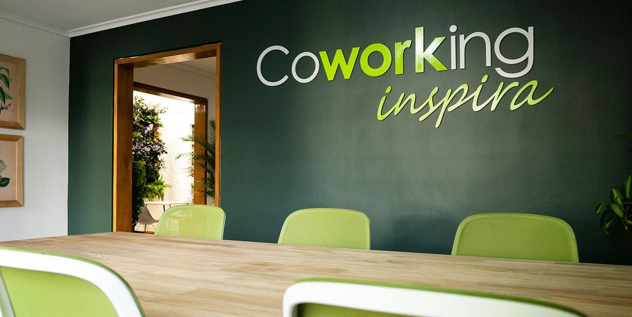 Coworking, Coworking Medellín, coworking inspira, sala multiple coworking inspira, recepcion coworking inspira, sala de trading