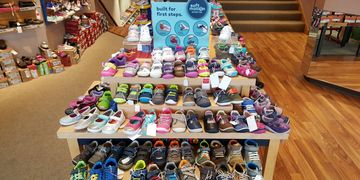baby shoes - kids school shoes – name brands and styles for children - in Dartmouth MA