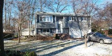60 Saratoga Ave, West Babylon NY