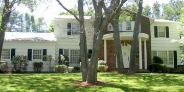 4 Swan View Dr, Patchogue NY