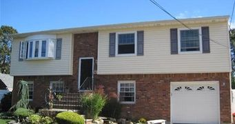 18 Sunset Rd, Massapequa NY