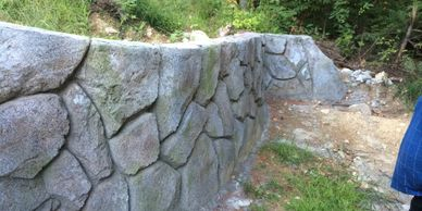 Custom engineered retaining walls are nothing for us, even without forms!