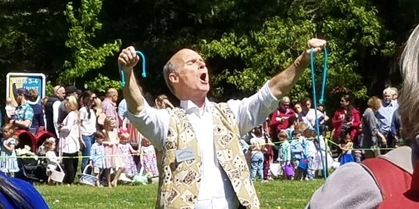 magician for events like weddings, company picnics, bridal showers, sales meetings, staff meeting.