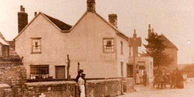 The Red Lion in Gestingthorpe circa 1910.