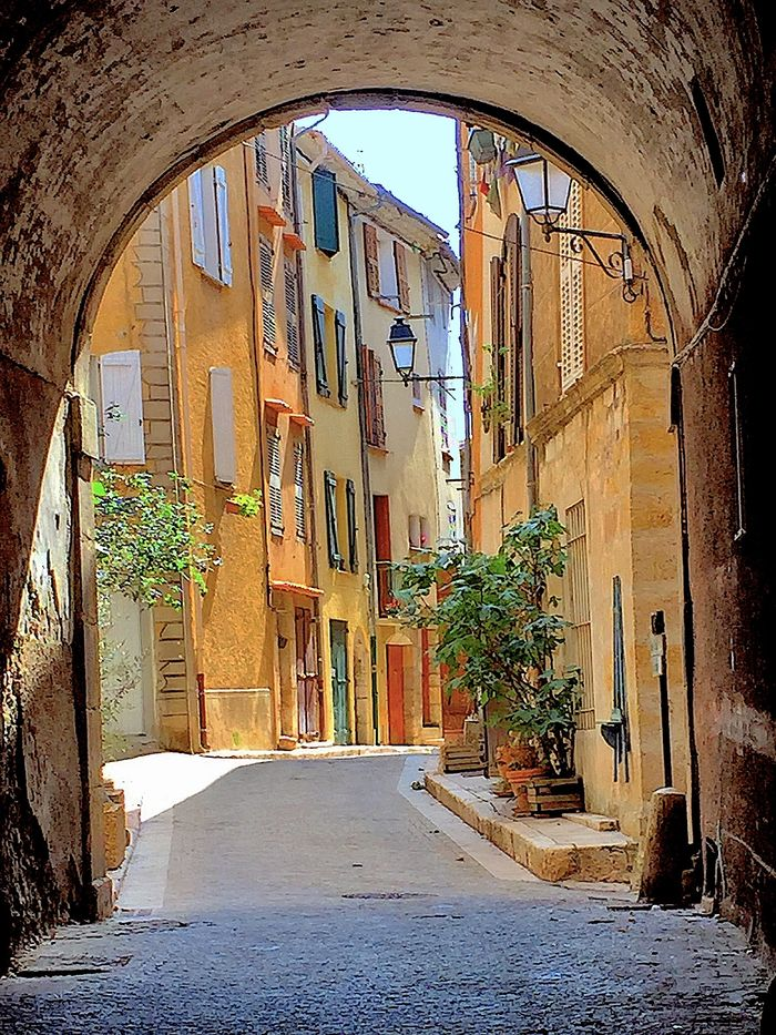 Textures of Provence: Aups Arch 1