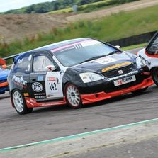 close racing at Thruxton