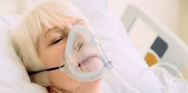 old woman respiration mask