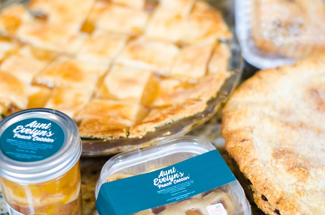 """Peach cobbler in a jar, 4"""" pan and 10"""" Round."""