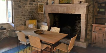 Traditional hearth, fireplace. Comfortable dining, farmhouse for sale, vineyards, southwest France