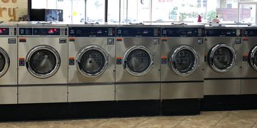 Laundromat 4 load washing machines
