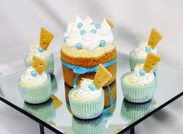 "4"" classic original with blue accents,  with 1/2 dozen Classic original cheesecake cups in blue cup"