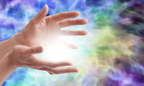 hands with reiki energy