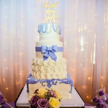 4 tier wedding cake in San Diego California. Custom wedding cake. Custom cupcakes and desserts.