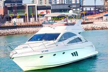 55 feet integrity, very cute yacht from Yacht club marina