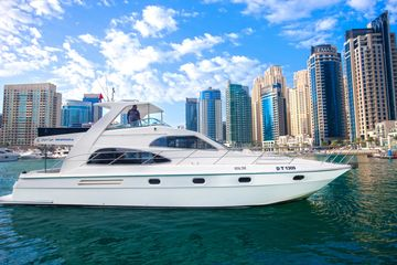 Best site seeing yacht from Dubai marina Pier 7