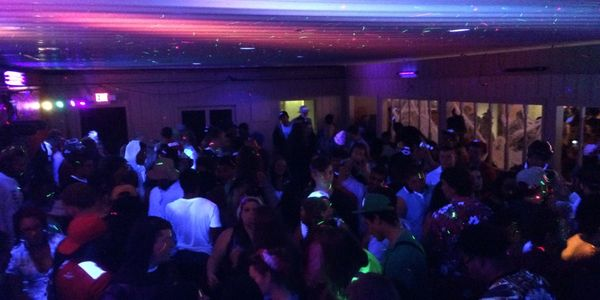 dj club party lights music bass atmosphere drinks business entertainment services