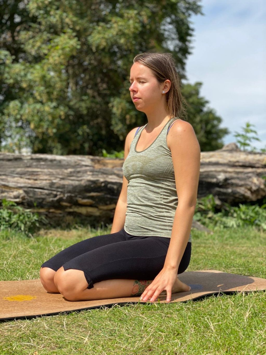 Online yoga teacher Maja
