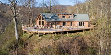4 Bedroom, 3 Bath, With Mountain View Cabin in Maggie Valley, North Carolina Welcome to Eagle Ridge