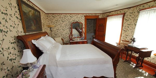 The Gordon Room has a king size bed and adjoining bathroom with shower.