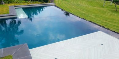 Five Star Pools, Inc. Ivory Herringbone Tile Swimming Pool Baja Ledge - Pauoa Beach Club  Mauna Lani