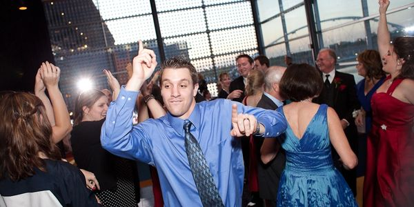 Desert Music Entertainment DJs in Arizona, Wedding, party and corporate disc jockeys in Phoenix