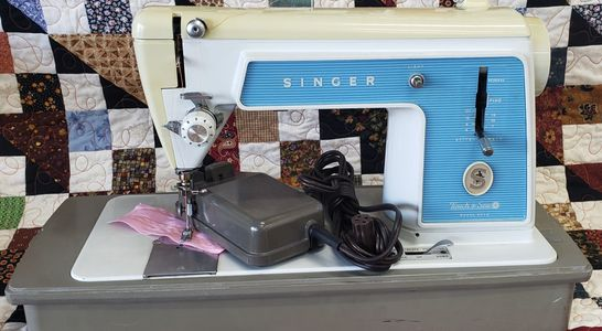 Pre-Owned Singer Touch and Sew Model  604E