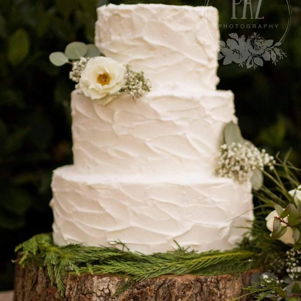 wedding cake rustic buttercream