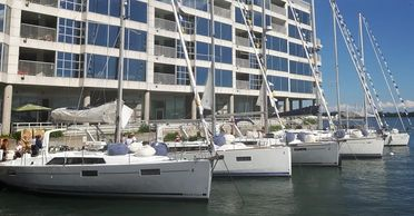 Sailing and Yacht Charter in Toronto Harbour , Lake Ontario, Canada.