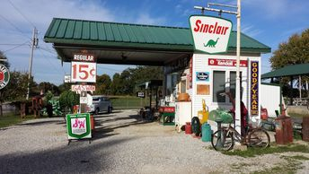 Gay Parita Sinclair Station is a replica of a Route 66 Missouri gas station, gift shop and small town museum. Travel Missouri Route 66.