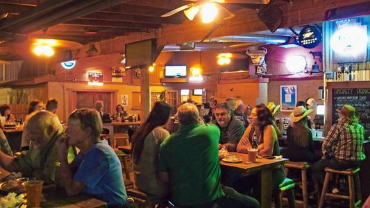 A wide selection of beer and grilled food for everyone in New River, Arizona - Roadrunner