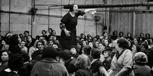 Rose Zehner, [déléguée syndicale, pendant une grève chez Citroën, Javel, Paris], 1938