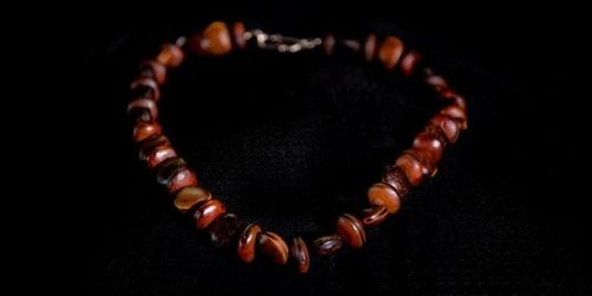 seed lei,shell lei,gathering seeds, maui lei artist,native seed necklace