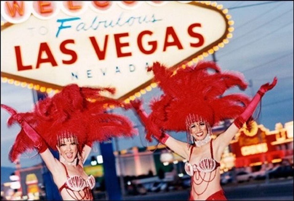 Las Vegas Showgirls for hire for your next event in Las Vegas Nevada. Showgirls in Las Vegas