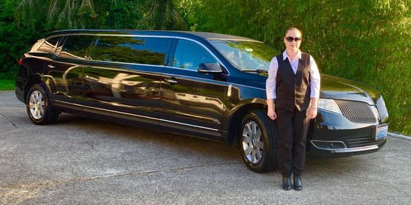 Dumas Bay Limousine, DB Limo, Airport Limo, Seattle Limo, Airport transfer, Lincoln MKT Limo
