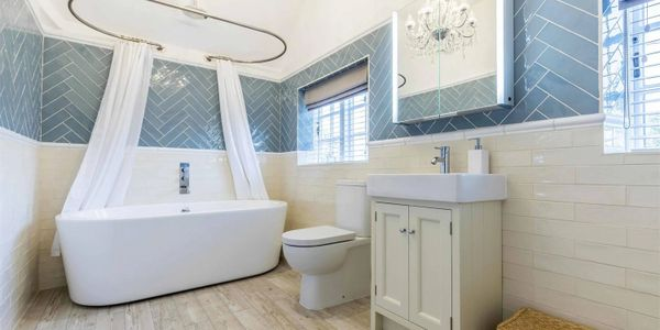 BESPOKE FAMILY BATHROOM