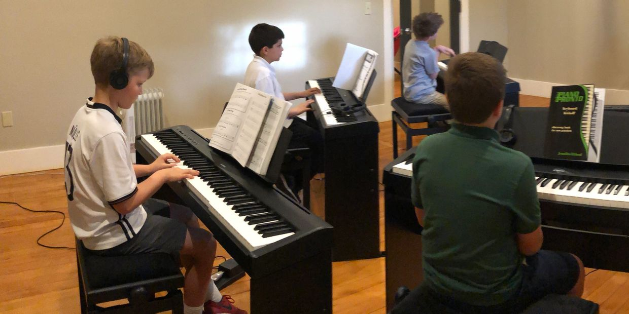 Group Piano lessons in Tacoma (Tacoma Music Academy).