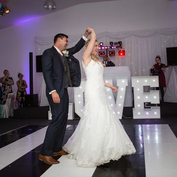 Links to Recommended DJ's and Bands / Wedding Entertainment